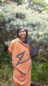 Luqmanul Abidin di bawah pohon Edelweiss