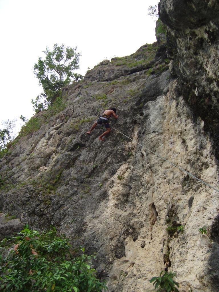 Di Gunung Kapur Ciampea